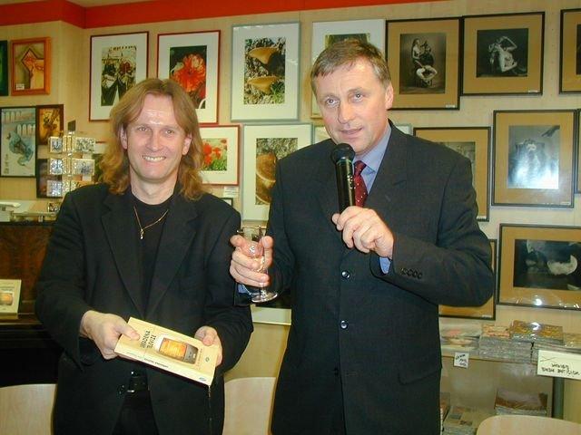 phoca_thumb_l_13-2003-s-Mirkem-Topolankem-krest-knihy-Ukradena-televize.JPG